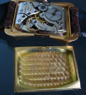 18K SOLID GOLD UNIVERSAL GENEVE FANCY CASE MANUAL WIND SWISS LADIES