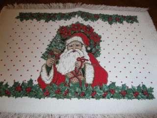 VINTAGE SANTA CHRISTMAS TABLE RUNNER DOILIE 13 X17