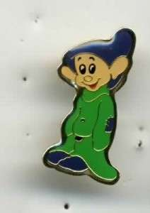 DISNEY EUROPE SNOW WHITE DOPEY DWARF ARMS CROSSED MINI PIN