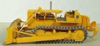 Caterpillar D8H Dozer, AMT 6670 Built from Model Kit, 1/25