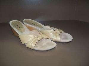 Womens Bare Traps Tan Slide Sandals size 8