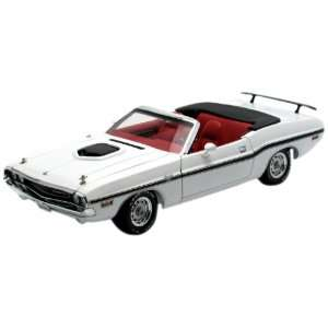 GreenLight 118 1970 Dodge Challenger R/T Convertible   White With
