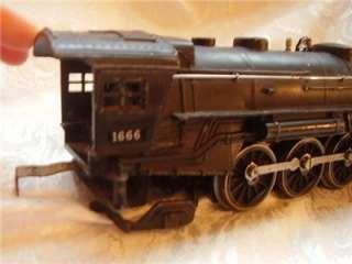 Antique Old Post WWII  LIONEL 027  Train Engine 1666 Locomotive Model