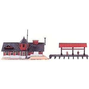 Power HO Scale Building Kit   Station And Freight Shed Toys & Games